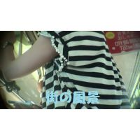 HD盗撮風[オリジナル]電車の色白スリム美人なお姉さんの腕を見ます(ワキ周辺)?-2