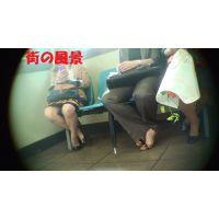 [オリジナル]待合室でボクを誘うように股を広げるお姉さん