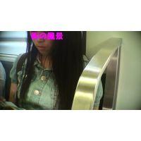 HD盗撮風[オリジナル]電車で私服JK風に接近