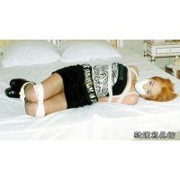 女子大生 友希 ミニスカ ブーツ 緊縛 白テープギャグ