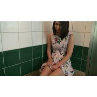 ◆フルHD 超マニアック動画◆オシッコを我慢する女の一部始終【さやか 22歳】