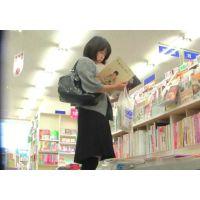 (再販売)本を読むのに夢中の食い込みエロ尻20代OLを追跡!【高画質パンチラ動画】002