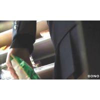 スナック菓子を選ぶ激ミニ女子校生を追跡!【高画質パンチラ動画】501 重ね履き編