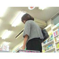 本を読むのに夢中の食い込みエロ尻20代OLを追跡!【高画質パンチラ動画】002と144〜146セット販売