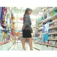 ワンコインセール!黒いスカートに白いパンチュ 買い物中の40代OLを追跡!【高画質パンチラ動画】119〜125セット販売