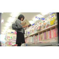 本を読むのに夢中の食い込みエロ尻20代OLを追跡!【高画質パンチラ動画】002と004セット販売