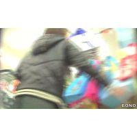 追跡!ムチムチのお尻30代買い物中のお姉さん【高画質パンチラ動画】119