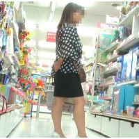 黒いスカートに白いパンチュ 買い物中の40代OLを追跡!【高画質パンチラ動画】123と132セット販売