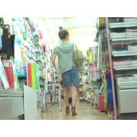 (再販売)横縞のパンチュ買い物中の20代前半の女の子を追跡【高画質パンチラ動画】005