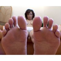 《足フェチ》40代 人妻ボディービルダーの足の裏