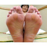 《足フェチ》30代後半 アラフォー奥様の悶える足の裏
