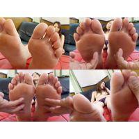 《足フェチ》30代 美形人妻さんの足の裏をくすぐり 接写 個人撮り