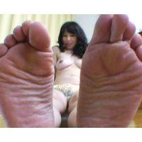 《足フェチ》40代 上品奥様の快感に悶える足の裏