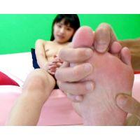 《足フェチ》10代 可愛すぎる女の子の感じまくるピンクの足裏
