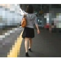 私服スカート生足可愛いパンチュエスカレーター逆さ撮り【動画】ぐるぐる 002