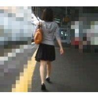 私服スカート生足可愛いパンチュエスカレーター逆さ撮り【動画】ぐるぐる 002と003セット販売