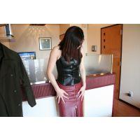 mi04レザースカート