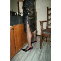 Y04熟女レザースカート