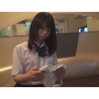 チビՓ3女子便中継:カラオケ店トイレからおしっこ姿を全世界公開