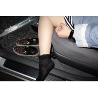 本物高校生「重ね履きはムレれます」ロリ系16歳ゆいちゃん足フェチ写真集
