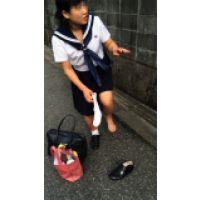 本物制服中学生「足は歩くとピンクになるんです」14歳綾瀬はるか似みみこちゃん足フェチ写真集