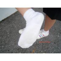 本物制服高校生「裸足は臭いと思うので靴下でお願いします」15歳あいこちゃん足裏写真集