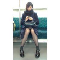 電車内のモデル風極上美女の無防備黒スト美脚(其の一)