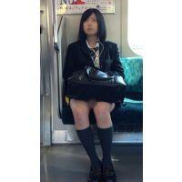 美人すぎる!電車内のミニスカ美脚JK(前編)