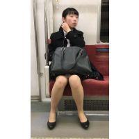 リクルートスーツを着て就活を頑張るスタイルが良い女子大生(其の三)