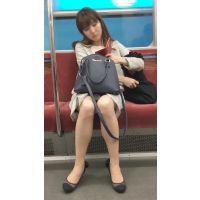 電車内の大人の色気を醸し出す美脚OLさん(其の三)