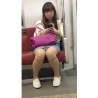 電車内のデニミニ美女の対面撮影(其の四)
