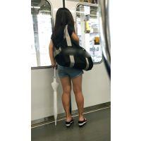 ショートパンツから若くてハリの良い生脚をさらけ出すイマドキな可愛い娘(後編)