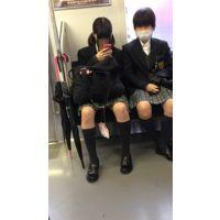 電車内のJK2人組