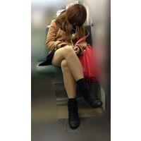 電車内のエロい脚をさらけ出しながら爆睡するギャル風JD(其の五)