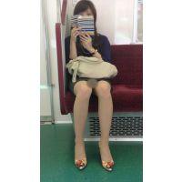 電車内の美人OLの綺麗すぎる無防備美脚(其の五)