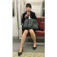 リクルートスーツを着て就活を頑張るスタイルが良い女子大生(其の六)