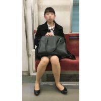 リクルートスーツを着て就活を頑張るスタイルが良い女子大生(其の四)