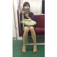 電車内の美人OLの綺麗すぎる無防備美脚(其の三)