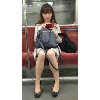 電車内の大人の色気を醸し出す美脚OLさん(其の一)