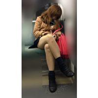 電車内のエロい脚をさらけ出しながら爆睡するギャル風JD(其の三)