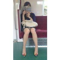 電車内の美人OLの綺麗すぎる無防備美脚(其の四)