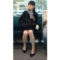 美人すぎる!電車内の美脚OL
