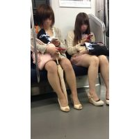 可愛いミニスカ生脚女子大生2人組(其の三)