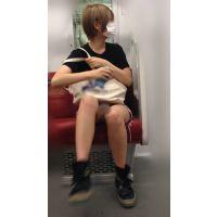 電車内のショーパンから伸びるナマ脚がエロい金髪ボブが可愛い女子大生(其の六)