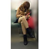 電車内のエロい脚をさらけ出しながら爆睡するギャル風JD(其の四)
