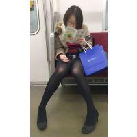長く綺麗な自慢の脚を見せびらかすお色気お姉さん(其の三)