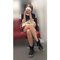 電車内のショーパンから伸びるナマ脚がエロい金髪ボブが可愛い女子大生(其の四)