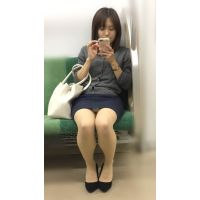 電車内の真面目な雰囲気が伝わる美脚美人OL(其の三)