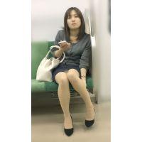 電車内の真面目な雰囲気が伝わる美脚美人OL(其の二)