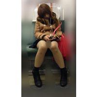 電車内のエロい脚をさらけ出しながら爆睡するギャル風JD(其の八)